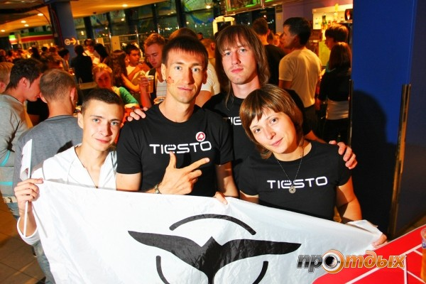 In front of you true fans Tiёsto )))
